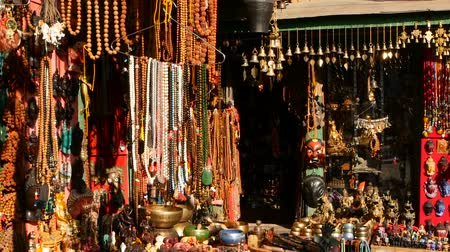 tybet : Traditional colorful Handmade wooden masks and handicrafts for sale in Kathmandu, Nepal. Souvenir Shops in Durbar of Bhaktapur and Patan. Swayambhunath decorative asian market.