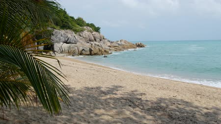 Tropical Paradise exotic white sand beach washed by blue calm sea. Sandy shore with green coconut palms under cloudy sky. idyllic landscape. holiday concept. Koh Samui, Phangan, Guys bar beach Vídeos