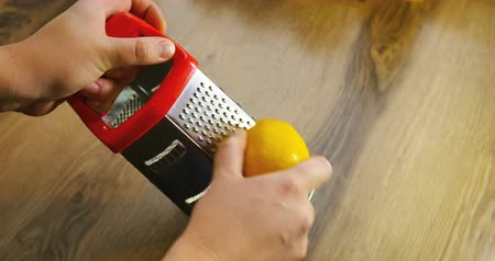 limon : Lemon zest being grated, slow motion Stock Footage