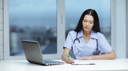 бумага : healthcare, medical and technology concept - female doctor or nurse with laptop pc writing prescription