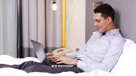 etkileşim : business, internet, communication, travel concept - businessman working with laptop computer in hotel