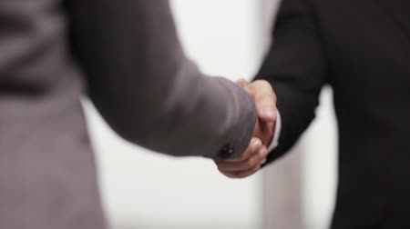 kezek : business and office concept - businessman and businesswoman shaking hands in office