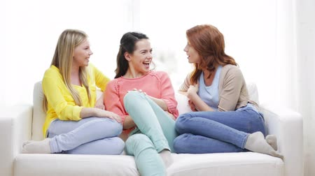 o melhor : friendship, communication and happiness concept - three smiling girlfriends having a talk at home