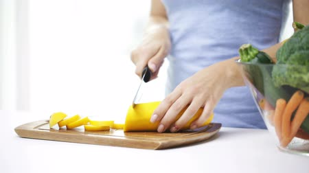 kesme tahtası : healthy eating vegetarian food cooking  dieting and people concept  close up of young woman chopping squash at home