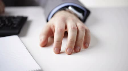 prst : people business technology management and office work concept  close up of businessman hand banging fingers on table Dostupné videozáznamy