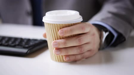 бумага : people business drinks and office work concept  close up of businessman hand drinking coffee from disposable paper cup