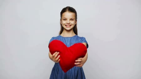 poduszka : love, valentines day, holidays, health care and people concept - happy smiling girl with red heart shaped pillow