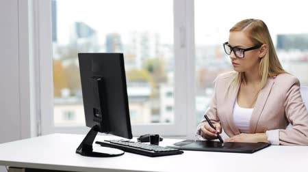 формальный : business, creativity, people and technology concept - young businesswoman or graphic designer with computer drawing on pen tablet at office