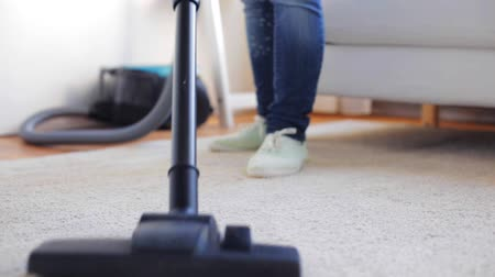 pokojowka : people, housework and housekeeping concept - woman with vacuum cleaner cleaning carpet at home Wideo