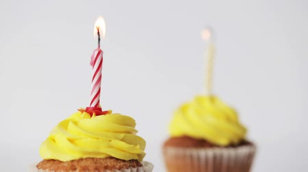 dois objetos : holiday, celebration, greeting and party concept - birthday cupcakes with burning candles Stock Footage