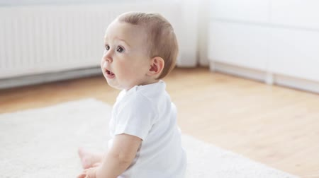 kiddy : childhood, babyhood and people concept - happy little baby crawling in living room at home Stock Footage