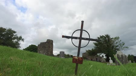 temető : d grave cross on celtic cemetery in ireland 67