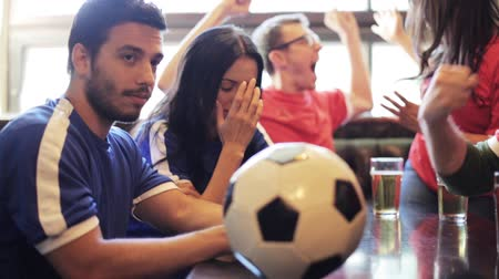 eğlence oyunları : soccer fans watching football match at bar or pub Stok Video