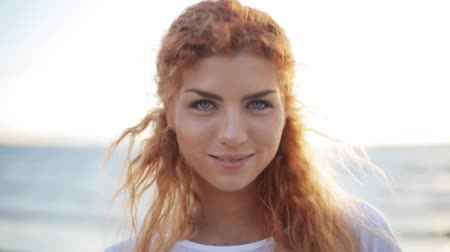 ruivo : happy young redhead woman face on beach
