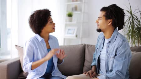 relação : unhappy couple having argument at home