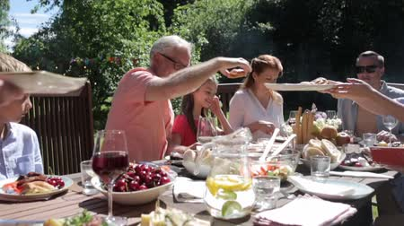ziyafet : happy family having dinner or summer garden party Stok Video