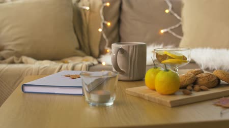 çay fincanı : book, lemon, tea and cookies on table at home
