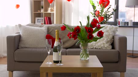 espumante : champagne, glasses and flowers at valentines day