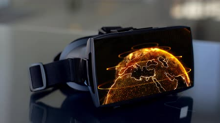 bonyolultság : vr headset with 3d rendering of earth on screen Stock mozgókép