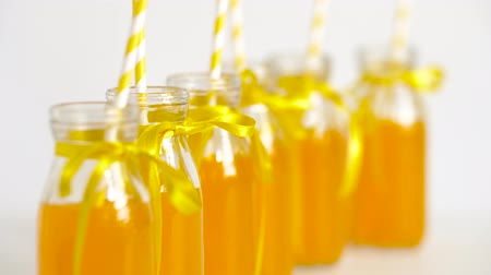 limonada : juice or lemonade in glass bottles with straws
