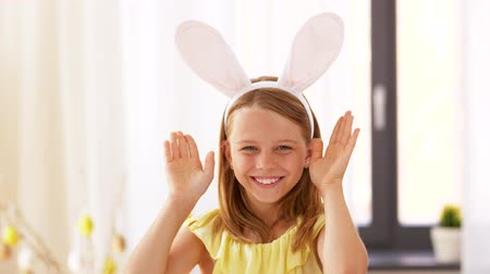 králíček : girl in easter bunny ears playing peek a boo game Dostupné videozáznamy
