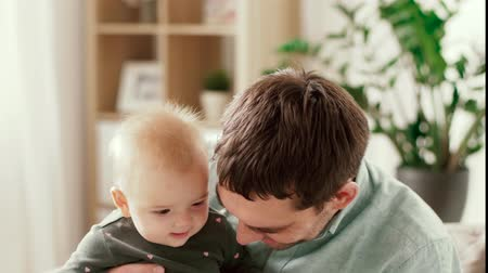 przyjęcie : happy father with little baby daughter at home