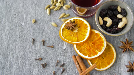 mulled wine : hot mulled wine, orange slices, raisins and spices