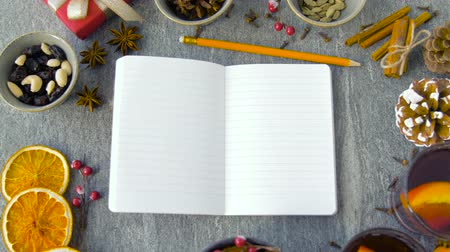 kesudió : notebook, hot mulled wine and aromatic spices
