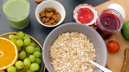 arduvaz : healthy breakfast of oatmeal and other food