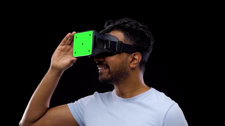 interativo : man in vr glasses or virtual reality headset