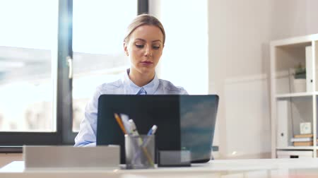 specialist : businesswoman with laptop working at office