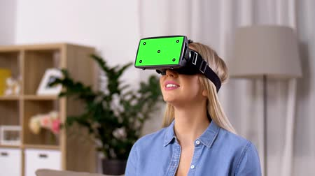 interativo : happy young woman in vr glasses at home