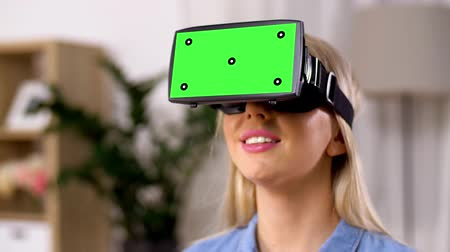 percepção : happy young woman in vr glasses at home