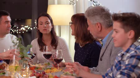 noel : happy family having dinner party at home Stok Video