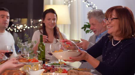 mężczyźni : happy family having dinner party at home Wideo
