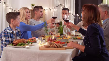 благодарение : happy family having dinner party at home Стоковые видеозаписи