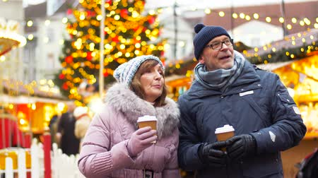 mulled wine : senior couple with hot drinks at christmas market