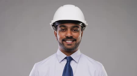 chef de chantier : architecte indien ou homme d'affaires en casque