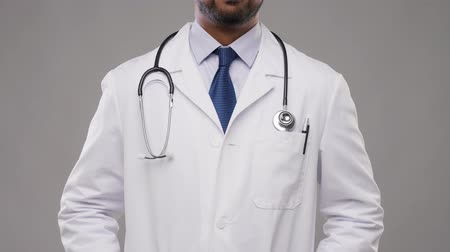 cardiologista : smiling indian male doctor with stethoscope
