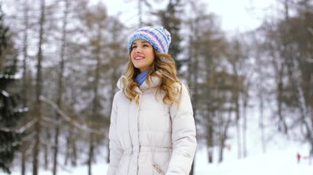 пригородный : happy woman walking in winter forest or park