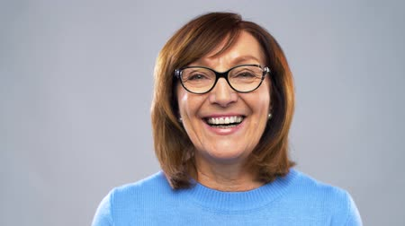 stárnutí : portrait of happy senior woman in glasses