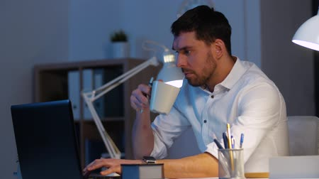 son teslim tarihi : businessman with laptop and coffee at night office