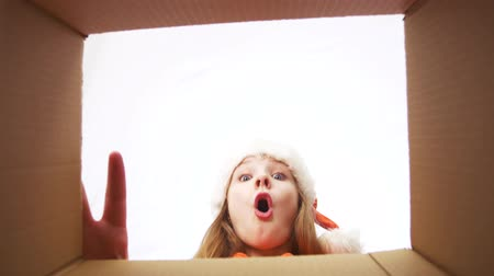 почтовый : happy girl in santa hat opening christmas gift