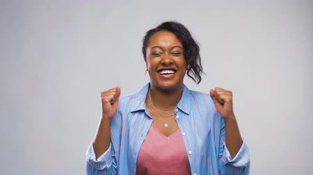 evet : happy african american woman celebrating success