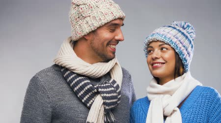 pletený : happy couple in winter wear looking at each other Dostupné videozáznamy