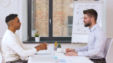 прокат : employer having interview with employee at office