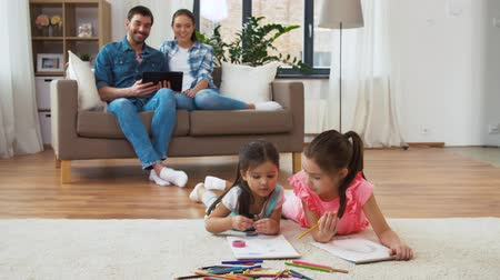 taslakkitabım : happy family spending free time at home Stok Video