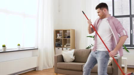 süpürge : man with broom having fun and cleaning home