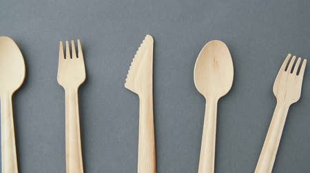 столовые приборы : wooden disposable spoons, forks and knives Стоковые видеозаписи