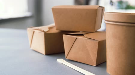 навынос : disposable paper containers for takeaway food